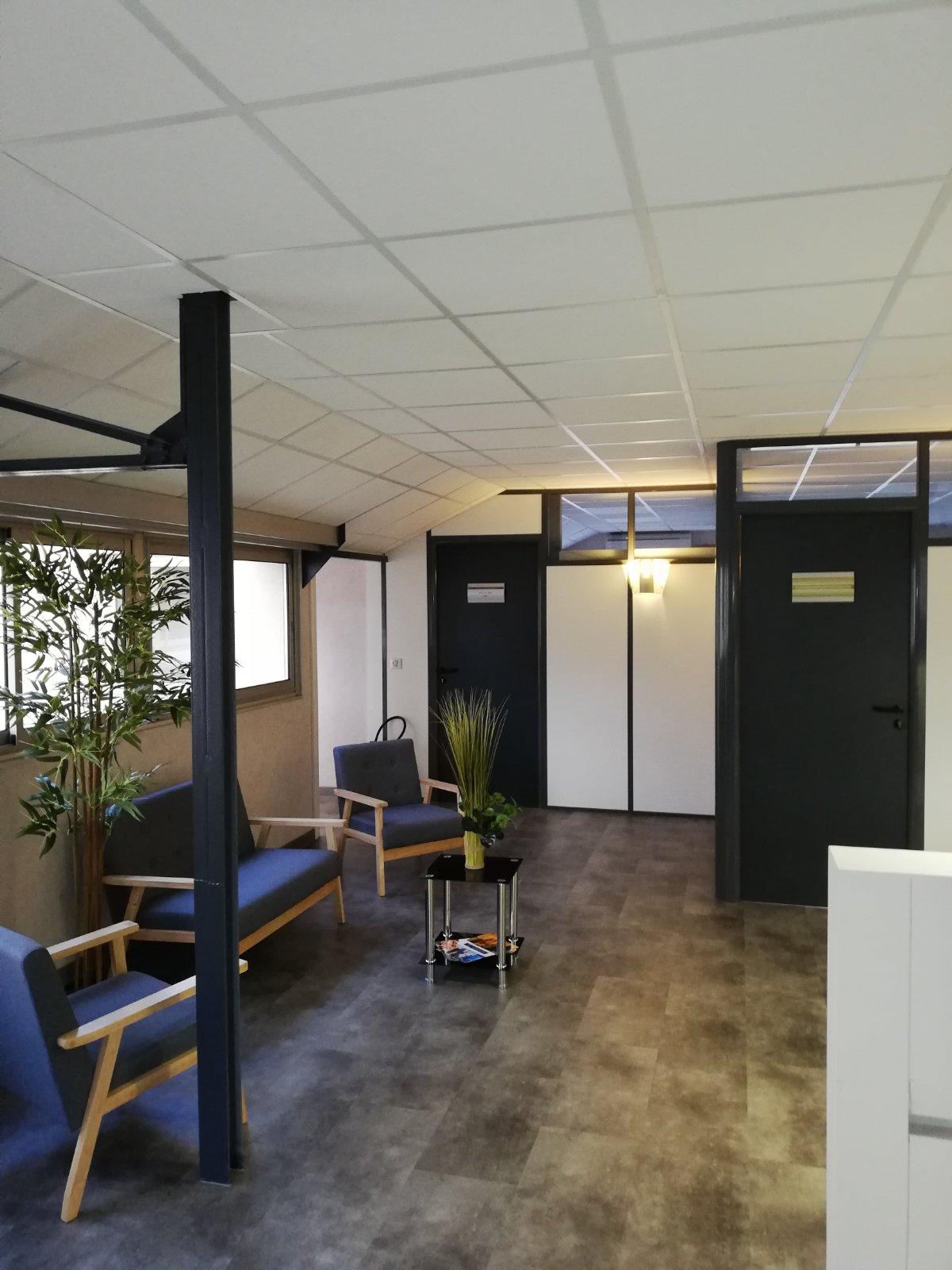 Rénovation de plateau de bureaux. Plafonds suspendus. sols, cloisonnements.  Neopôle Saint Maur des Fossés