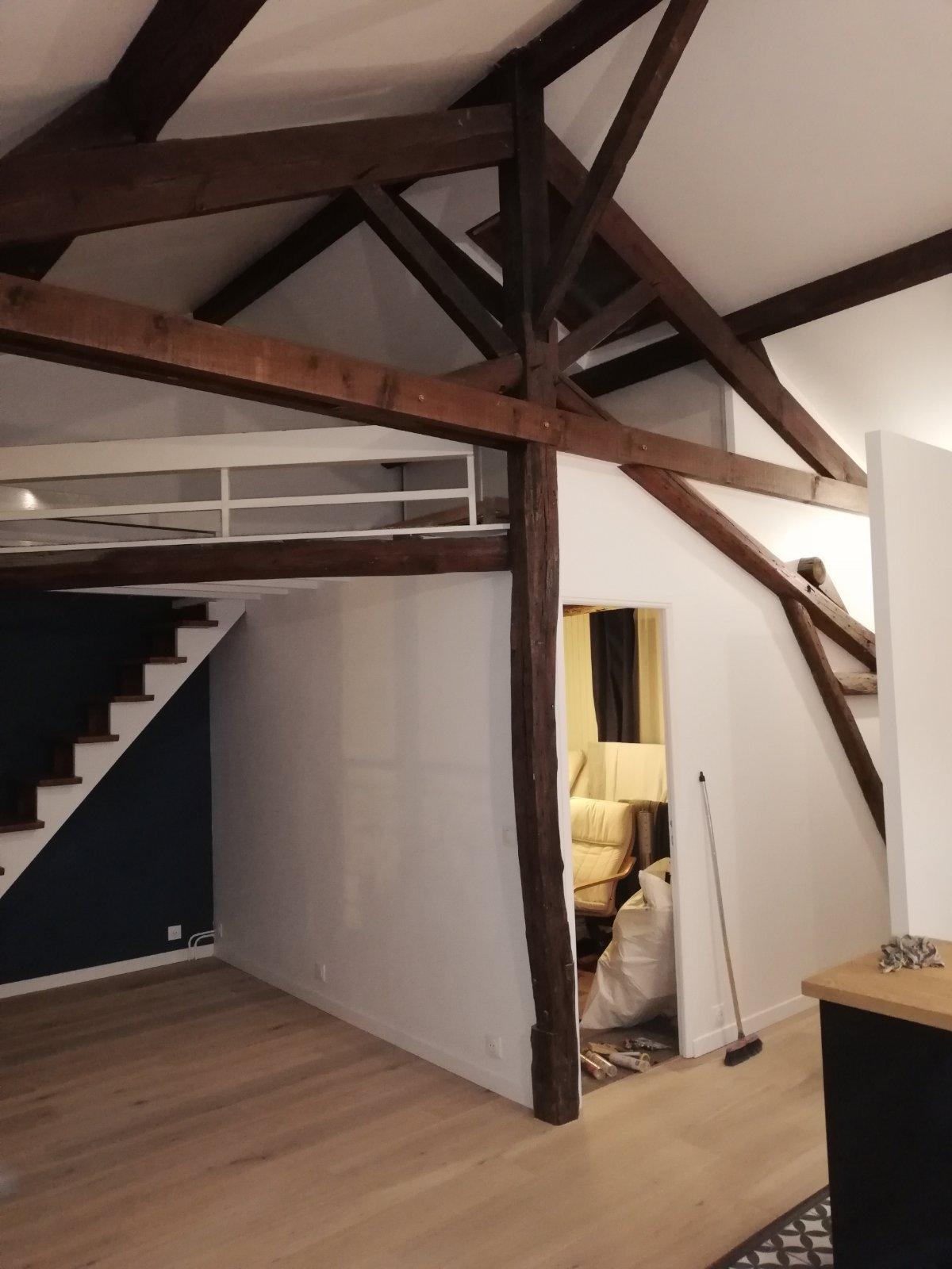 Appartement avec mezzanine poutres bois