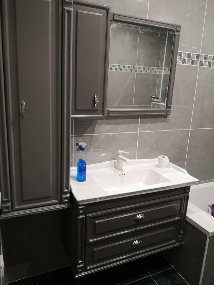 Salle de bains gris noir Châtelet peinture des meubles